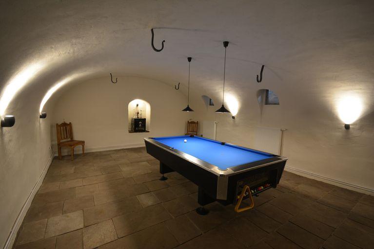feuchter gew lbekeller wird zu trockenem behaglichen billiardzimmer abdichtungstechnik neput. Black Bedroom Furniture Sets. Home Design Ideas