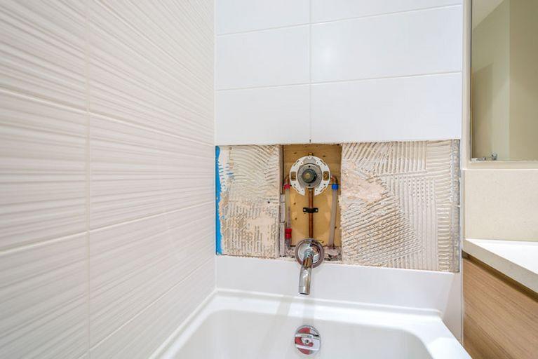 nasse wnde ursachen free braune flecken an der wand ist es schimmel putzen reinigen renovieren. Black Bedroom Furniture Sets. Home Design Ideas